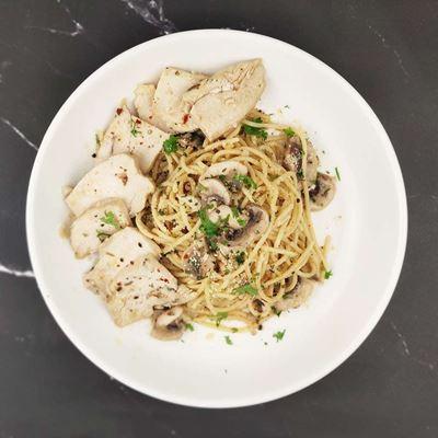 Picture of Spaghetti Aglio Olio with Grilled Chicken